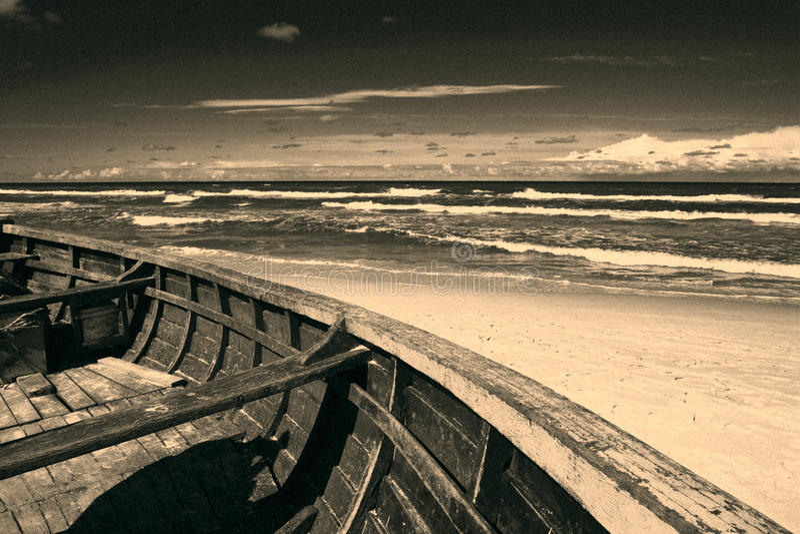 Barco na praia fotografia de stock royalty free