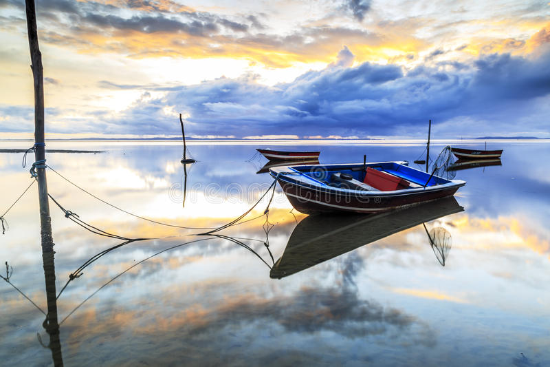 Barco na praia do aru de Tanjung, Labuan Malásia 09 fotografia de stock royalty free