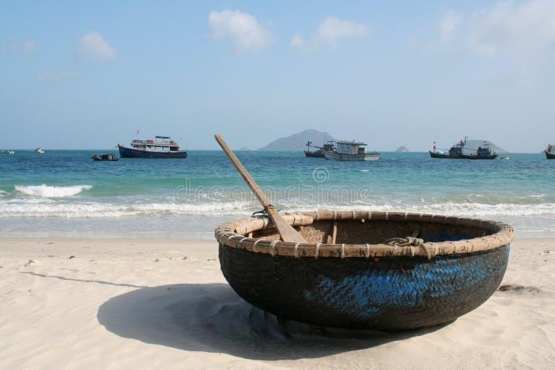 Barco na praia, engodo Dao imagens de stock royalty free