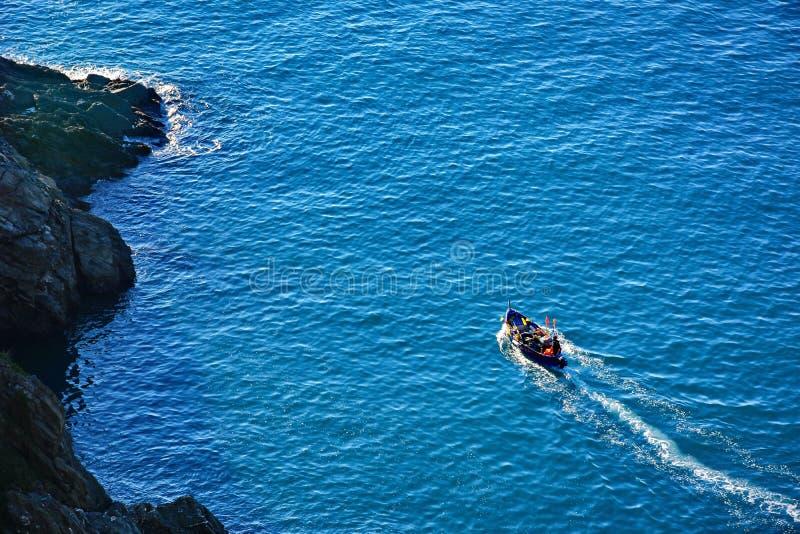 Barco no litoral imagem de stock royalty free