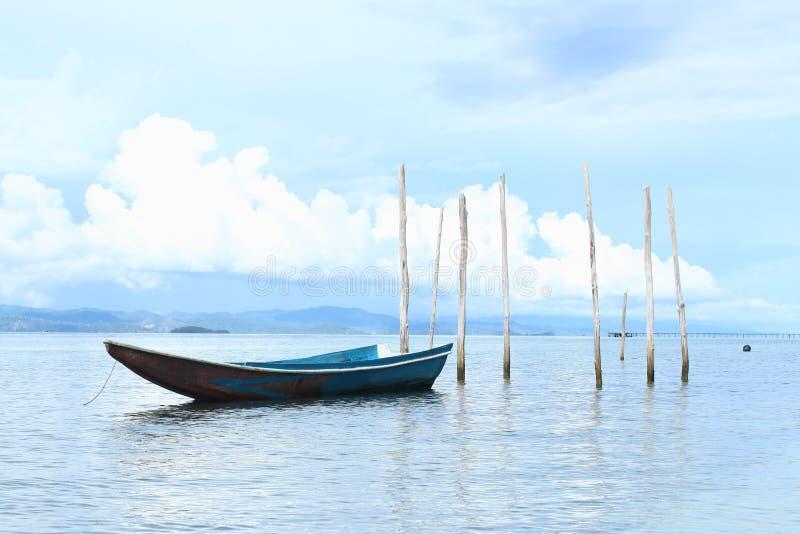 Download Barco no mar imagem de stock. Imagem de tronco, calmo - 65576239