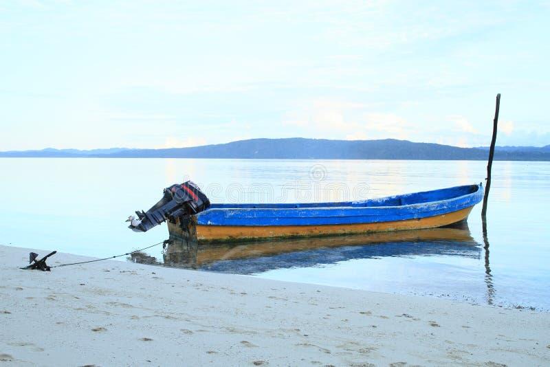Download Barco no mar foto de stock. Imagem de sunrise, arenoso - 65576690