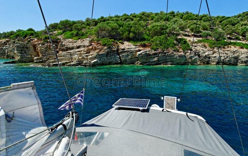 Barco no mar Ionian imagem de stock