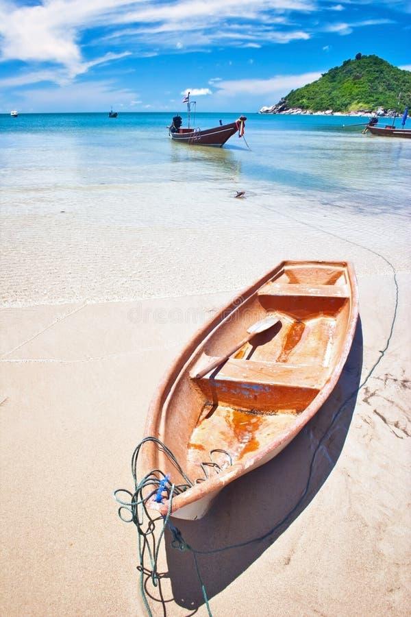Barco no mar tropical. fotografia de stock