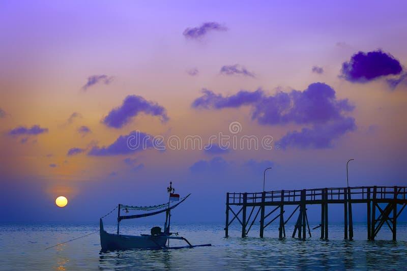 Barco no por do sol fotos de stock royalty free