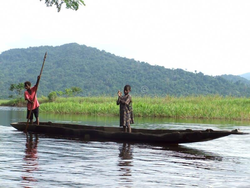 Barco no rio de Sepik imagem de stock royalty free