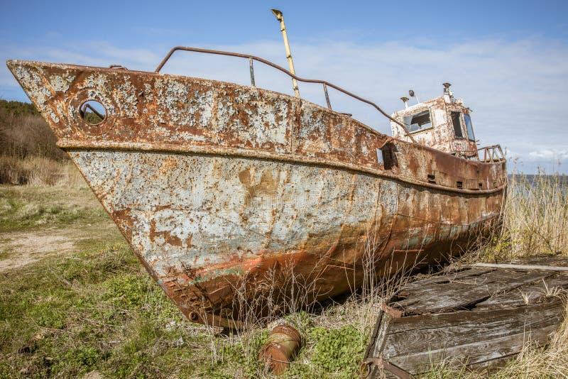 Barco oxidado imagenes de archivo