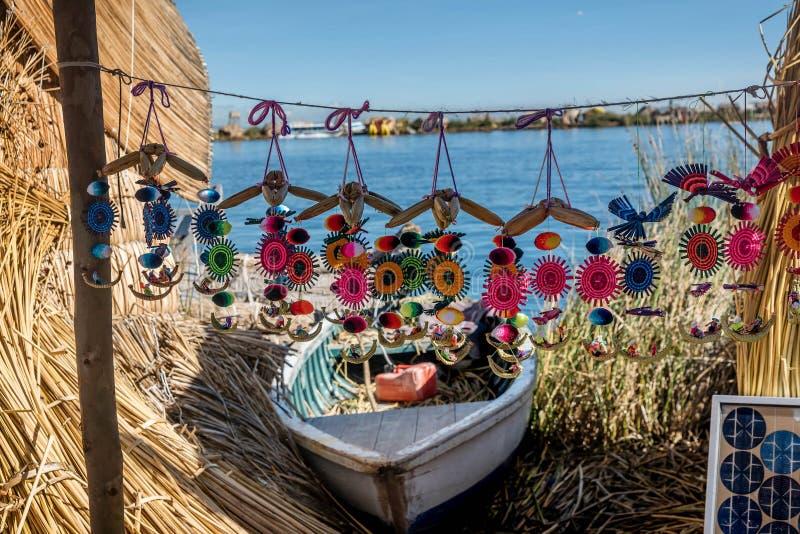 Barco peruano na ilha de lingüeta no lago Titicaca perto de Puno, Peru fotografia de stock royalty free