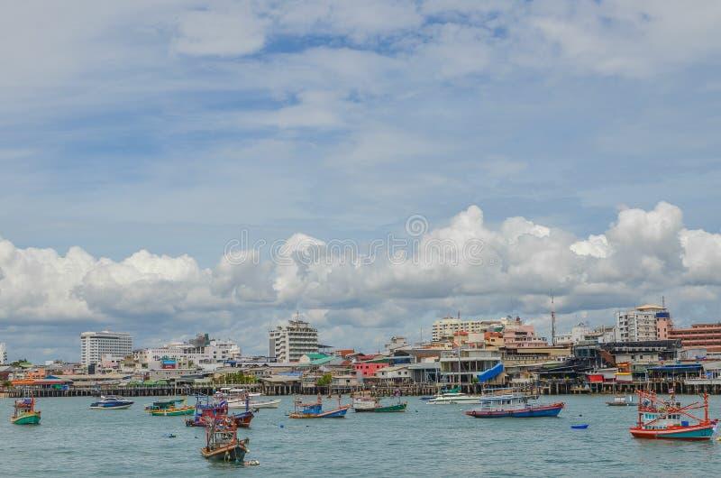 Barco pesquero en el mar fotos de archivo