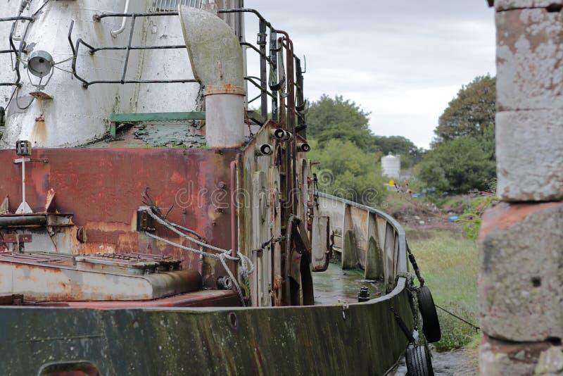 Barco pesquero viejo foto de archivo