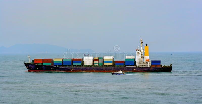 Barco piloto e navio de recipiente fotos de stock royalty free