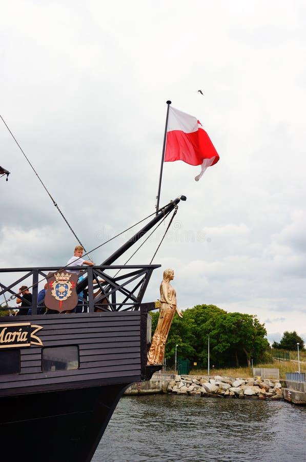 Barco pirata con la bandera foto de archivo libre de regalías