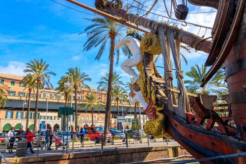 Barco pirata de los piratas de la película dirigidos por Roman Polanski en el puerto, Génova, Italia fotos de archivo libres de regalías