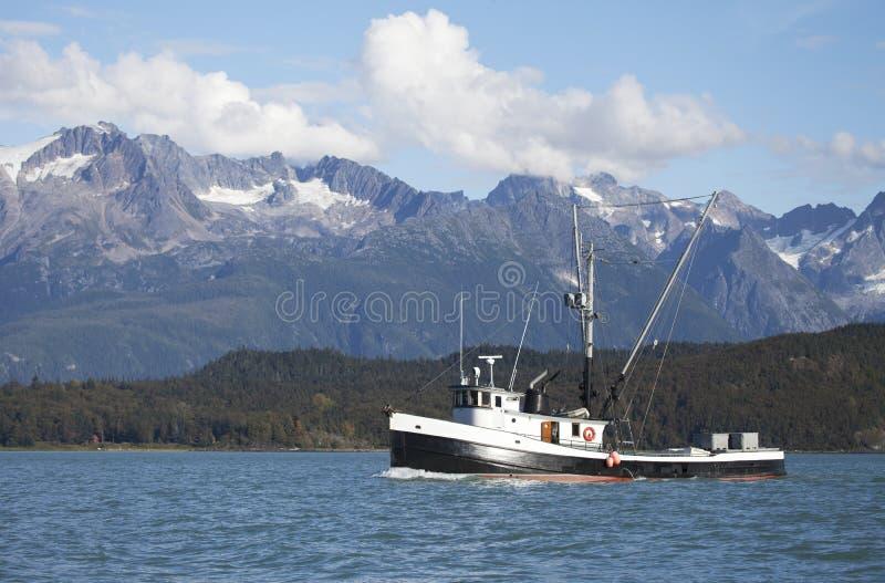 Barco rastreador de la pesca en Alaska suroriental imagen de archivo libre de regalías