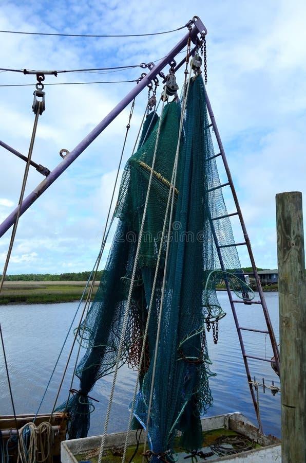 Barco rastreador de las redes del barco del camarón foto de archivo