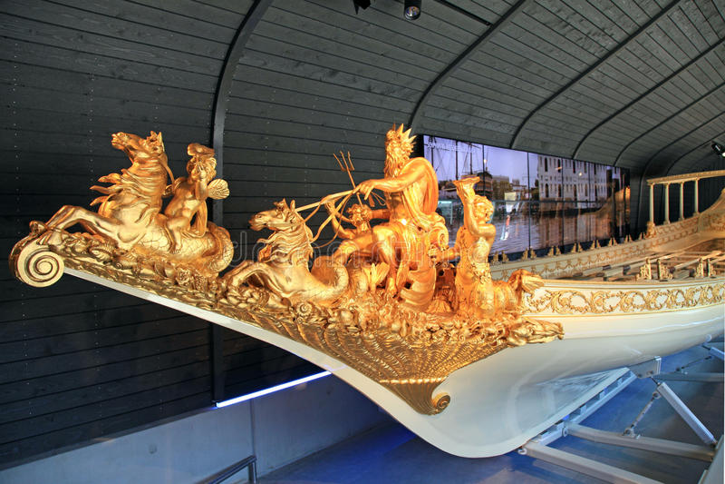 Barco real medieval holandês no museu marítimo nacional fotografia de stock