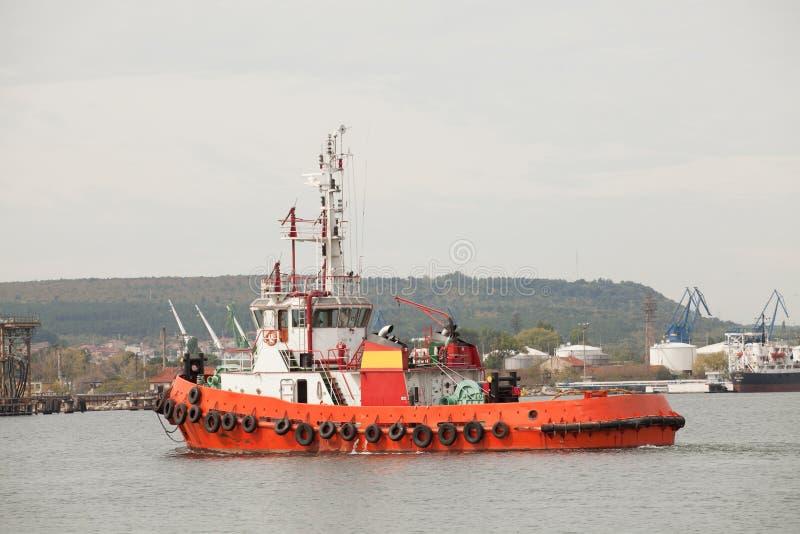 Barco rojo del tirón fotografía de archivo