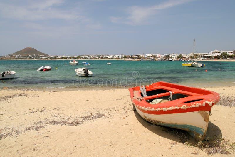 Barco rojo, Naxos, Grecia foto de archivo libre de regalías