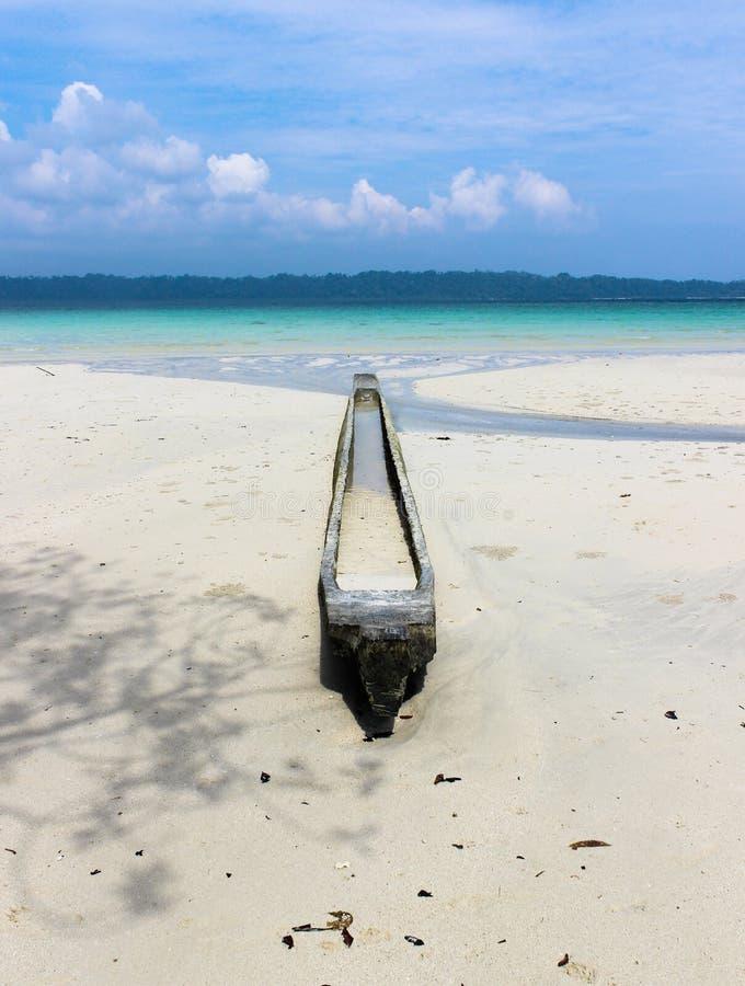 Barco solitário fotografia de stock royalty free