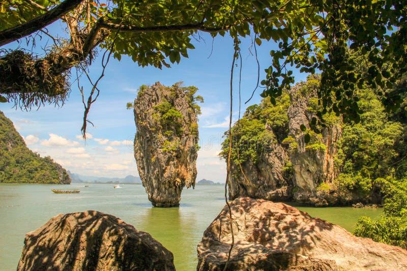 Barco turístico de la cola larga en Khao Phing Kan foto de archivo libre de regalías