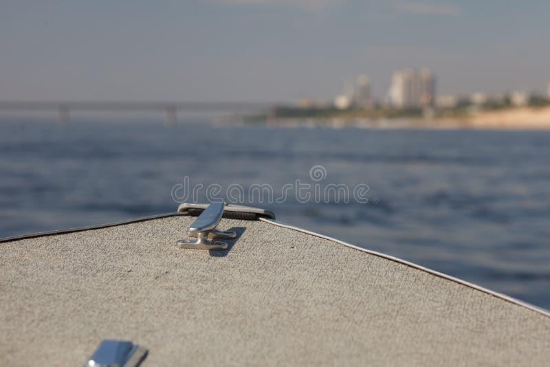 Barco turístico en el río imágenes de archivo libres de regalías