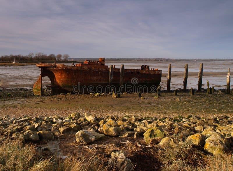 Barco velho no por do sol foto de stock