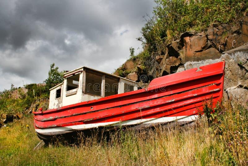 Barco vermelho velho fotografia de stock