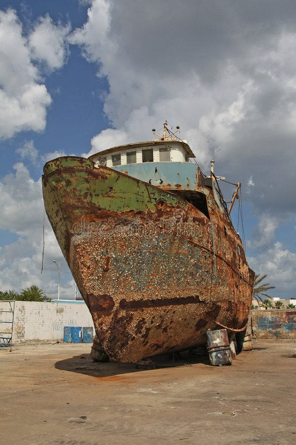 Barco viejo, oxidado imagen de archivo libre de regalías