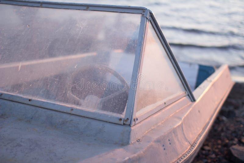 Barco viejo solo fotos de archivo