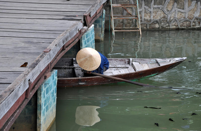 Barco vietnamita en Hoi An, Vietnam imagen de archivo libre de regalías