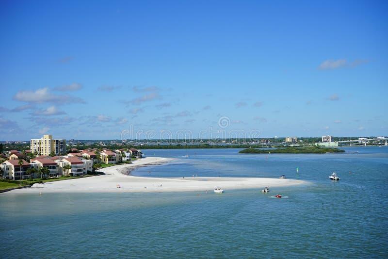 Barco y casa de la playa imagen de archivo libre de regalías
