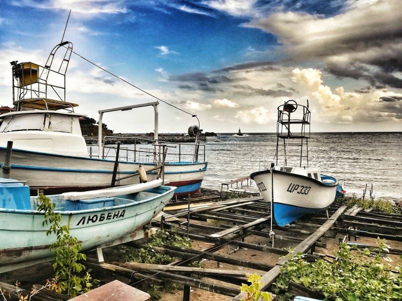 Barcos, ahtopol, Bulgaria, mar imagenes de archivo