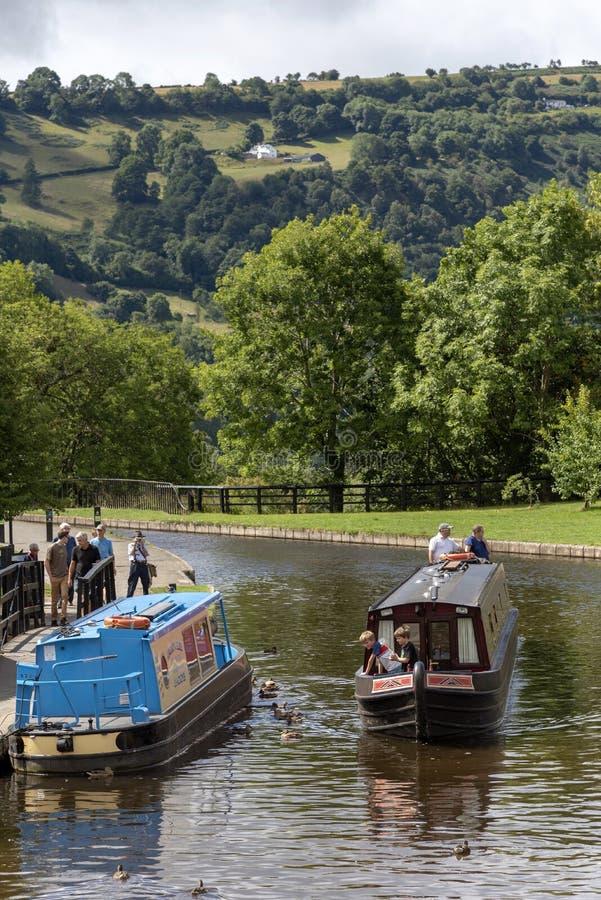 Barcos alugado do feriado do canal no canal de Llangollen, Gales, Reino Unido imagens de stock royalty free