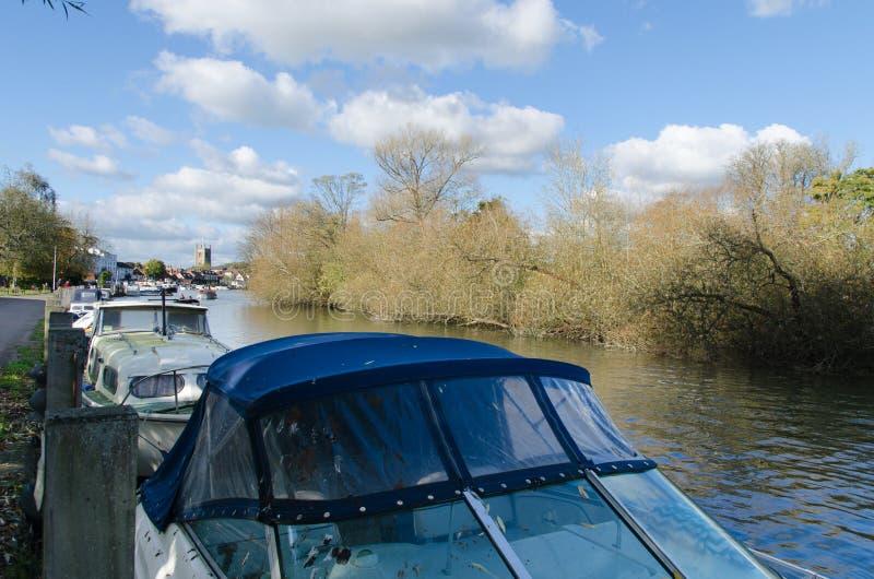 Barcos amarrados em Henley em Tamisa foto de stock