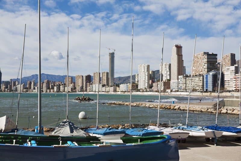 Barcos amarrados en Benidorm foto de archivo
