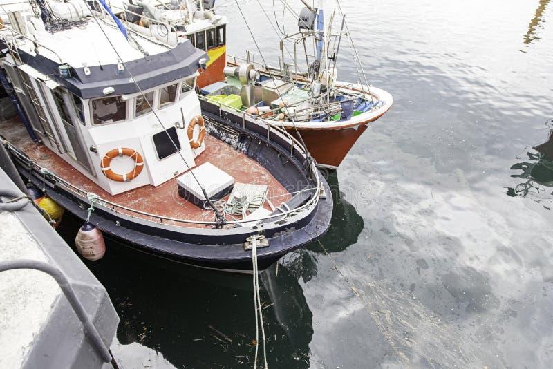 Barcos amarrados en el muelle imágenes de archivo libres de regalías