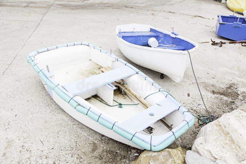 Barcos amarrados en el muelle imagen de archivo libre de regalías