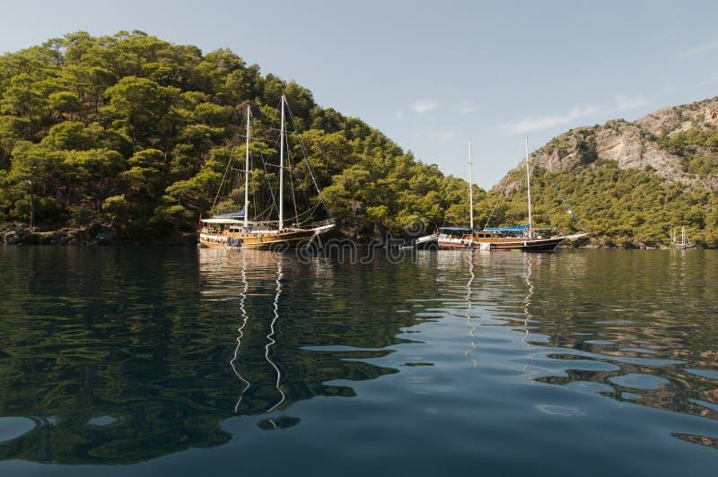 Barcos amarrados no louro de Fethiye imagens de stock