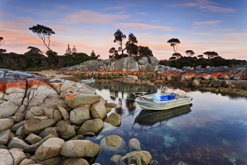 Barcos da baía 2 de Tasmânia Bnalong fotos de stock