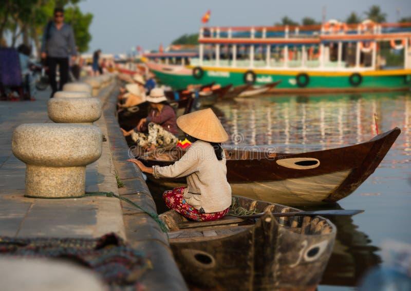 Barcos da viagem do turista, Hoian - Vietname imagem de stock royalty free