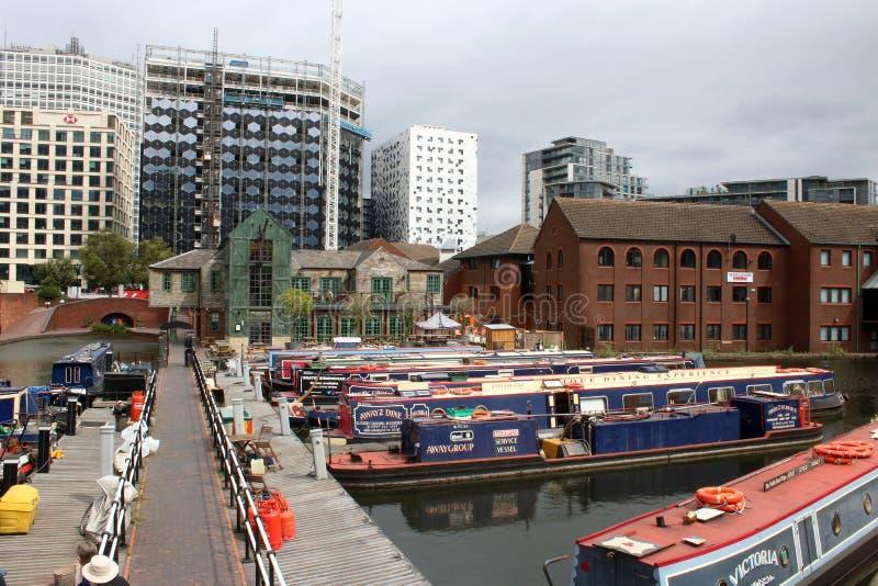 Barcos de canal en el lavabo de la calle del gas, Birmingham fotografía de archivo