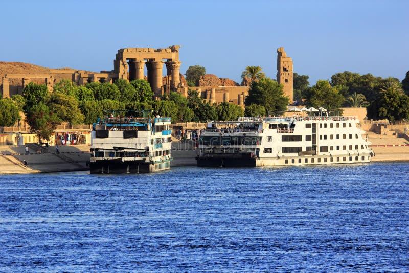 Barcos de cruceros del Nilo del río fotos de archivo