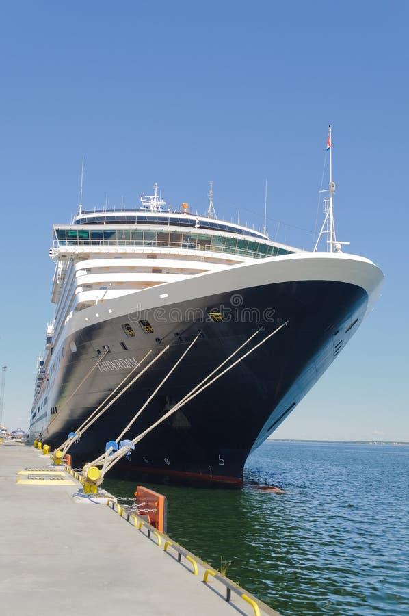 Download Barcos De Cruceros En El Muelle Imagen editorial - Imagen de europa, holiday: 100526660