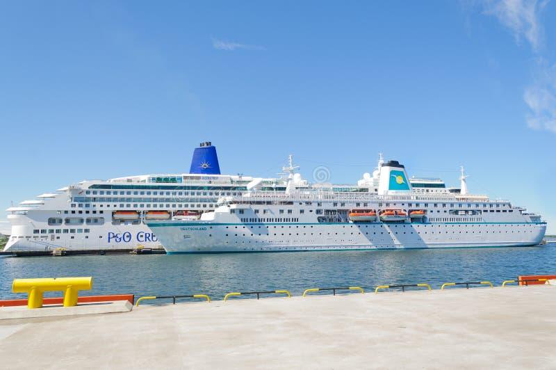 Download Barcos De Cruceros En El Muelle Imagen de archivo editorial - Imagen de travesía, europeo: 100526784