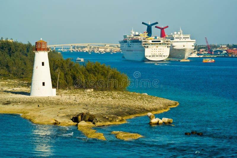 Barcos de cruceros, Nassau fotos de archivo