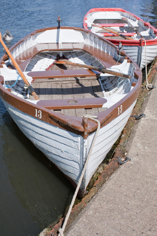 Barcos de enfileiramento fotografia de stock royalty free