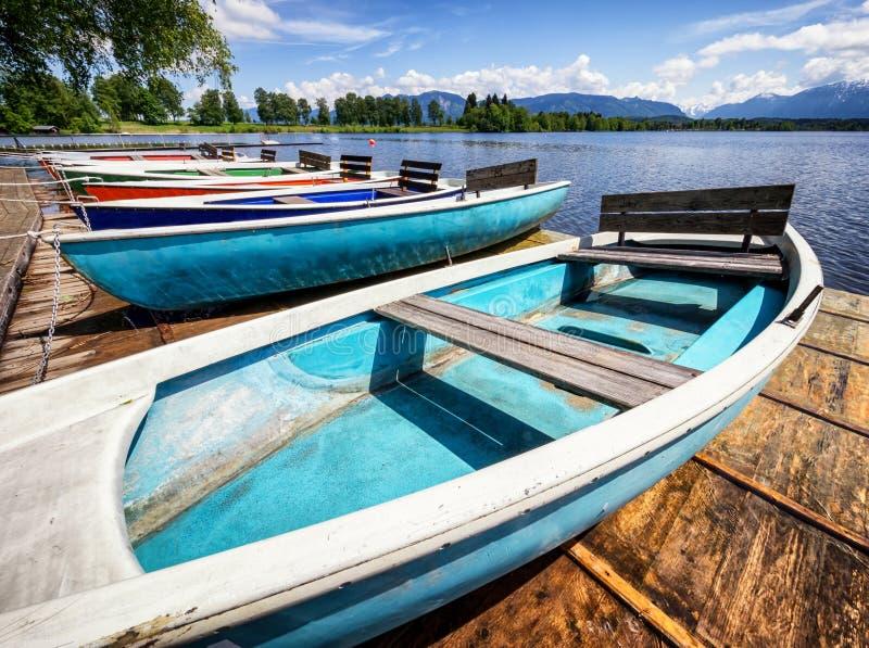 Barcos de fila imagen de archivo libre de regalías