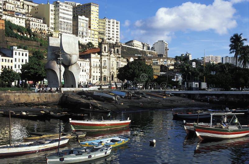 Barcos de fila en el puerto, Salvador, el Brasil imagen de archivo libre de regalías