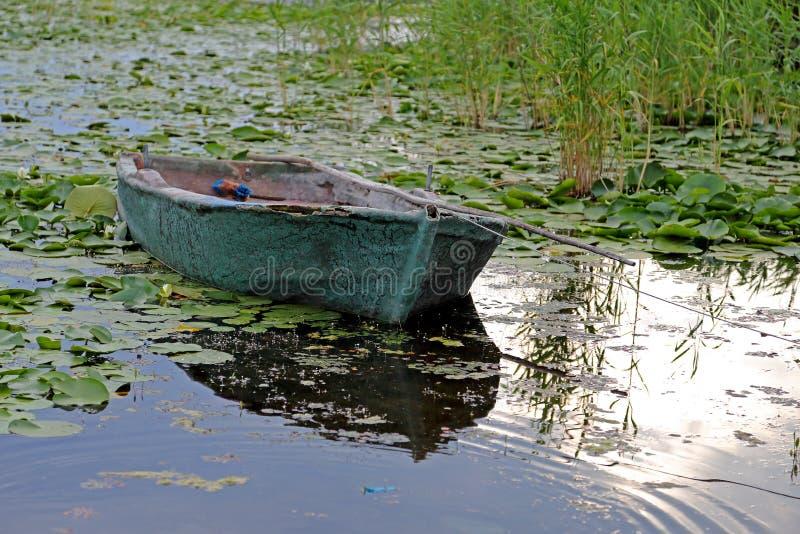 Download Barcos De Fila Viejos En Un Lago Foto de archivo - Imagen de barcos, outdoors: 41921824