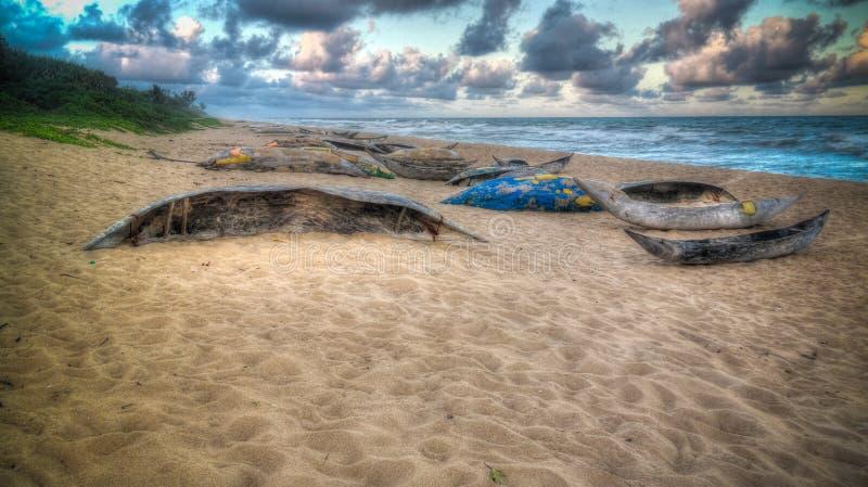 Barcos de Fishermans no litoral do Oceano Índico, Brickaville, região de Atsinanana, Madagáscar fotos de stock